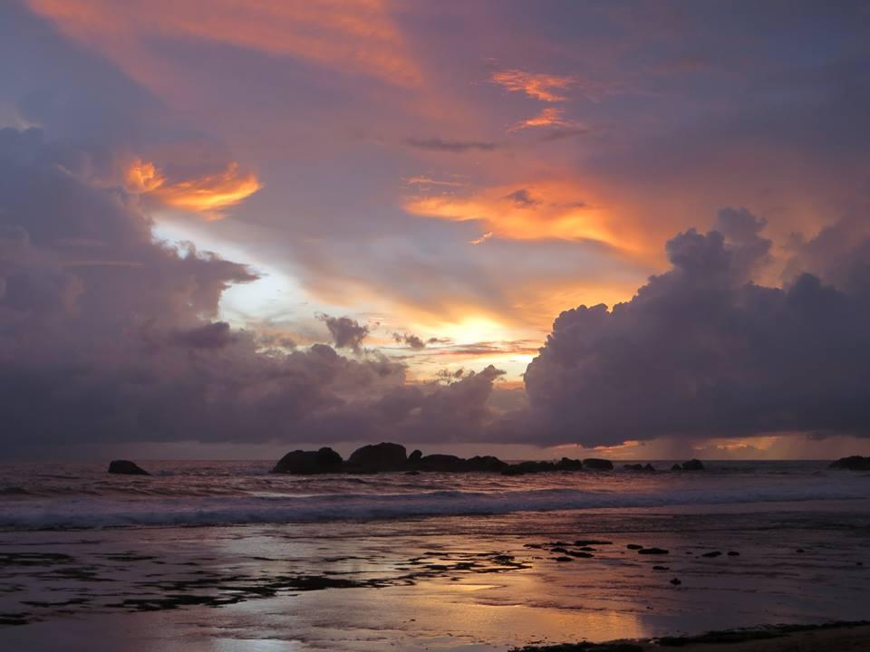 invite-to-paradise-holiday-honeymoon-sri-lanka-couple-october-12.jpg