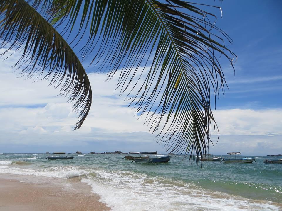 invite-to-paradise-holiday-honeymoon-sri-lanka-couple-october-7.jpg