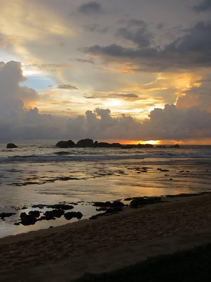 invite-to-paradise-holiday-honeymoon-sri-lanka-couple-october-13.jpg