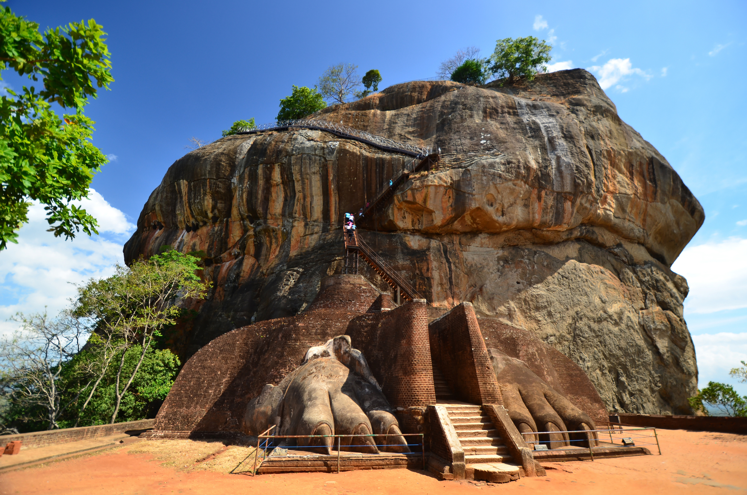 invite-to-paradise-sri-lanka-holiday-honeymoon-sigiriya-rock-fortress-lion-entrance.jpg