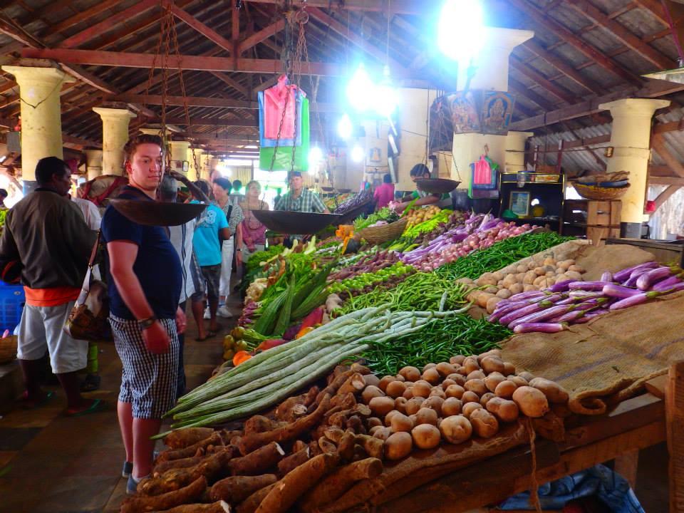 invite-to-paradise-customer-review-claire-simon-honeymoon-sri-lanka-market.jpg