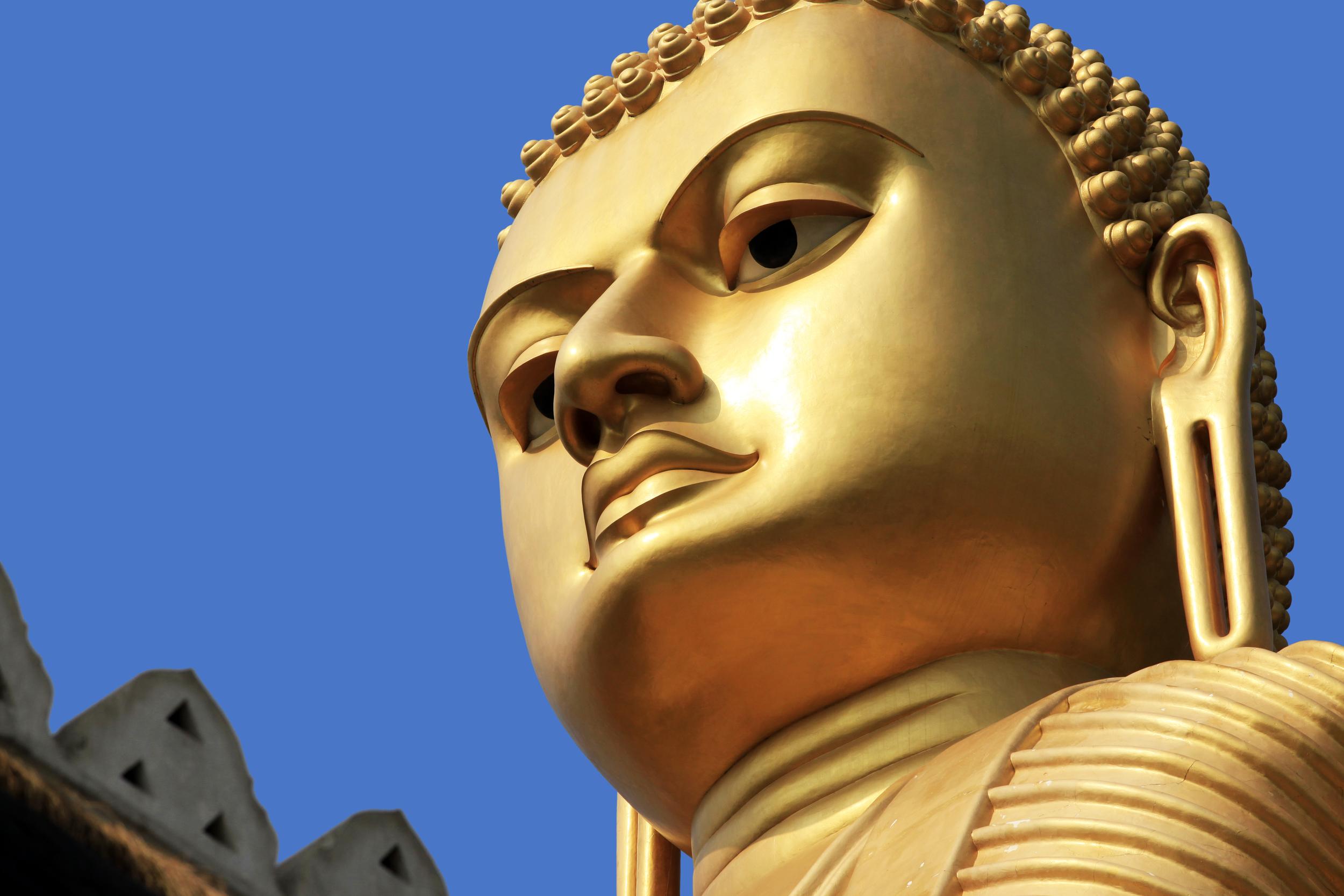 invite-to-paradise-sri-lanka-holiday-honeymoon-cultural-triangle-dambulla-cave-temple-golden-buddha-2.jpg