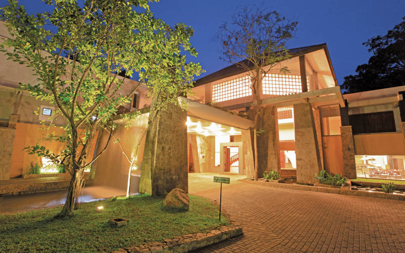 invite-to-paradise-sri-lanka-holidays-honeymoons-grand-udawalawe-safari-resort-2.jpg