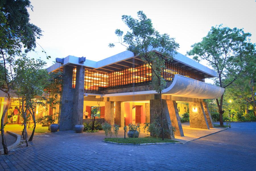 invite-to-paradise-sri-lanka-holidays-honeymoons-grand-udawalawe-safari-resort-1.jpg