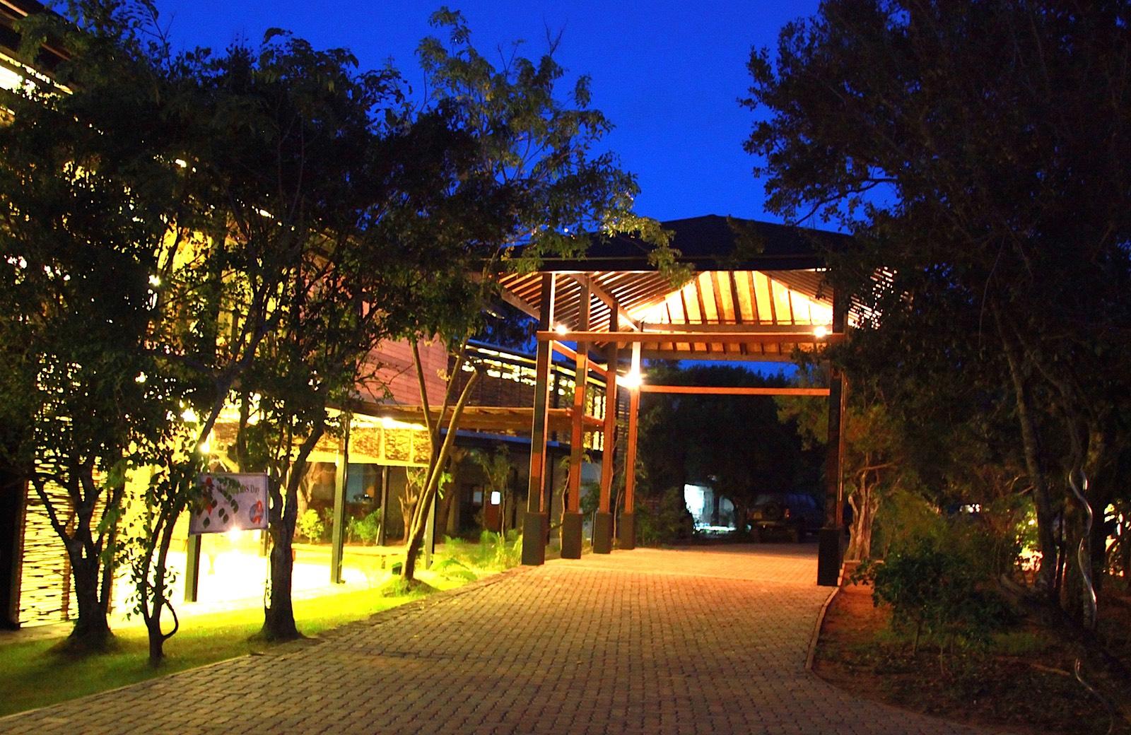 invite-to-paradise-holiday-honeymoon-sri-lanka-specialists-safari-lodge-cinnamon-wild-hotel-4.jpg