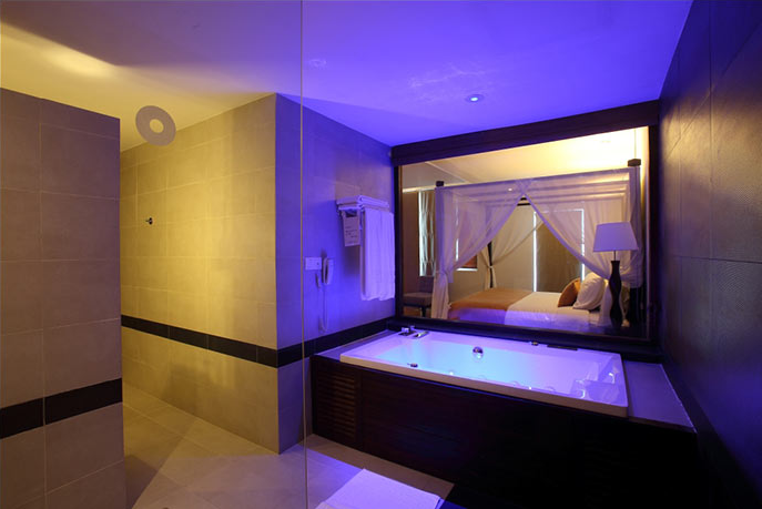 invite-to-paradise-sri-lanka-holiday-honeymoon-vacation-specialists -airport-hotel-negombo-beach-sea-bathroom-2.png