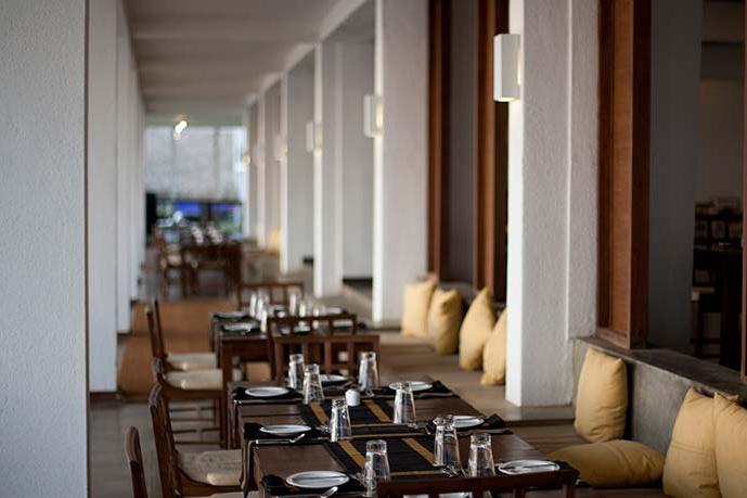 invite-to-paradise-sri-lanka-holiday-honeymoon-vacation-specialists -airport-hotel-negombo-beach-sea-dining.png