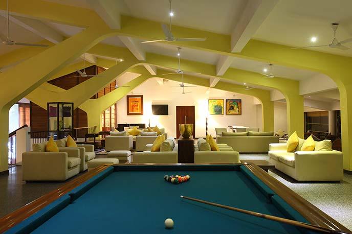 invite-to-paradise-sri-lanka-holiday-honeymoon-vacation-specialists -airport-hotel-negombo-beach-sea-lobby.png