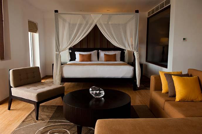invite-to-paradise-sri-lanka-holiday-honeymoon-vacation-specialists -airport-hotel-negombo-beach-sea-suite.png