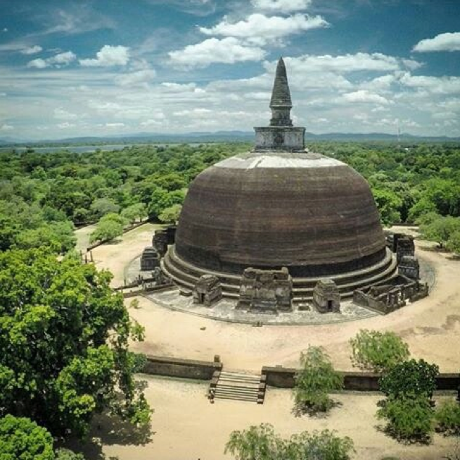 invite-to-paradise-sri-lanka-holiday-honeymoon-vacation-specialists-cultural-triangle-excursion-ancient-city-ruins-polonnaruwa-medieval capital-of-ceylon-UNESCO-world-heritage-site-21.png