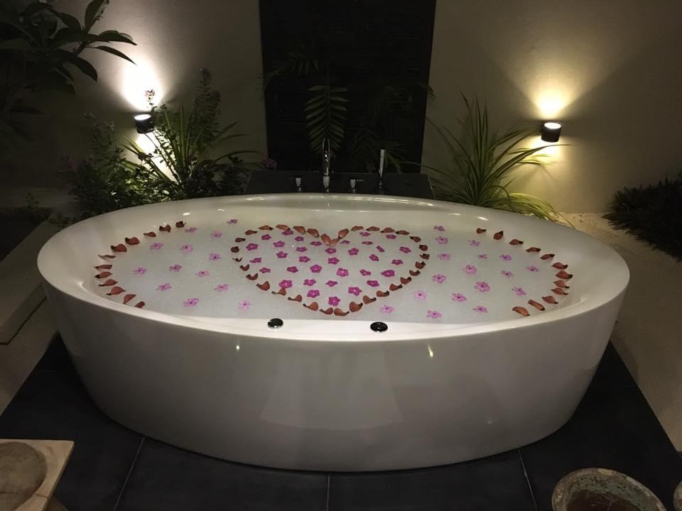 invite-to-paradise-sri-lanka-and-maldives-specialists-travel-agent-tour-operator-customer-review--feedback-joel-rhian-atmopshere-kanifushi-bath.jpg