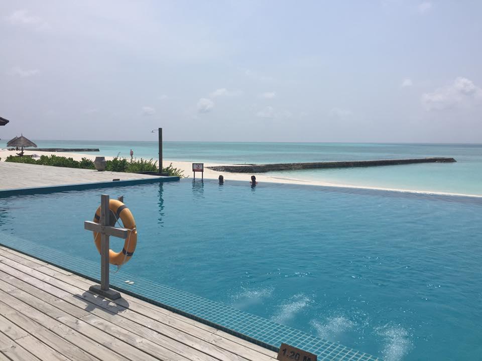 invite-to-paradise-sri-lanka-and-maldives-specialists-travel-agent-tour-operator-customer-review--feedback-joel-rhian-atmopshere-kanifushi-pool-1.jpg