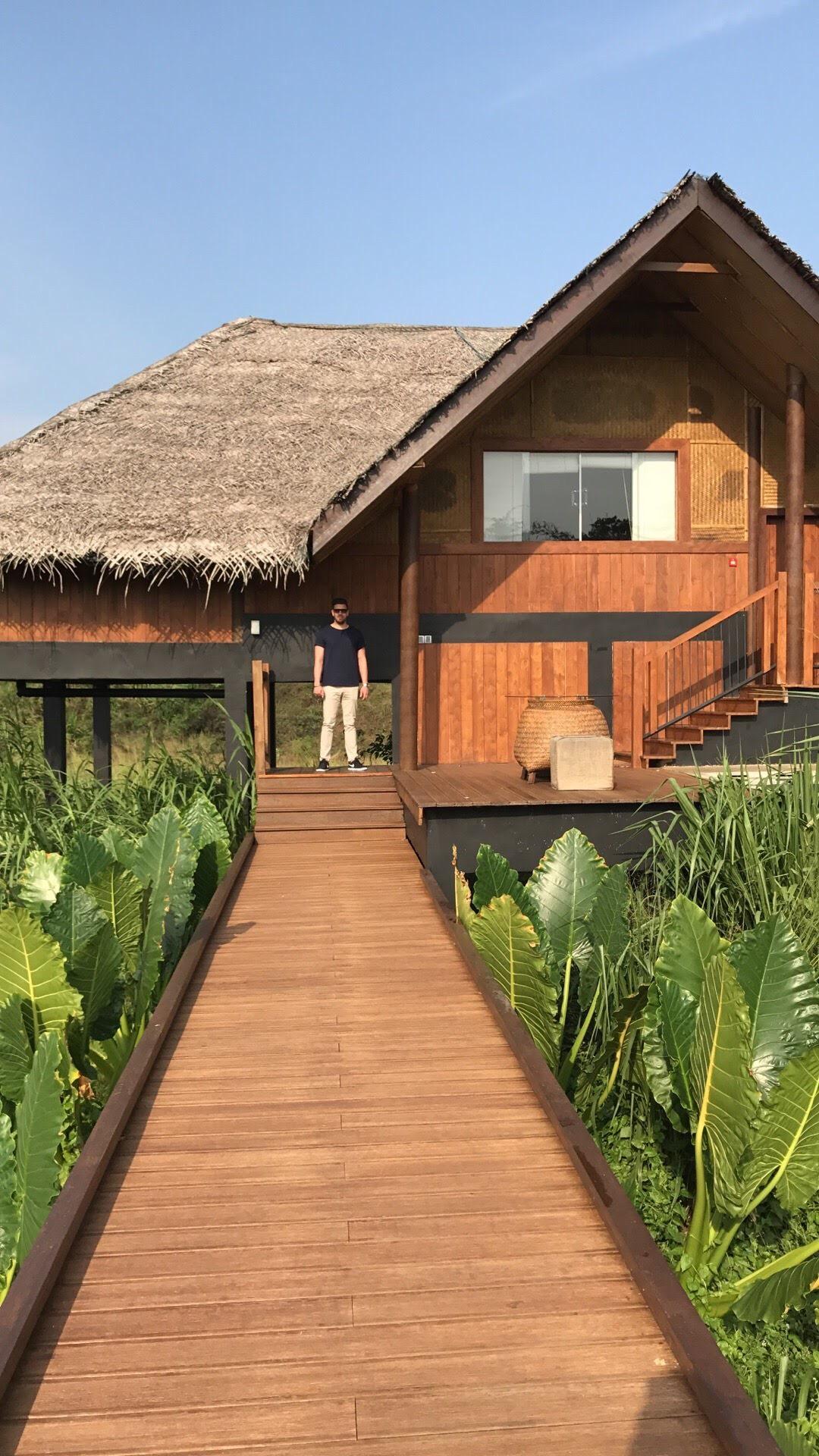 invite-to-paradise-maldives-sri-lanka-specialists-experts-travel-agent-tour-operator-customer-feedback-lucas-emily-fenning-elephant-orphanage-vil-uyana-room-1.jpg