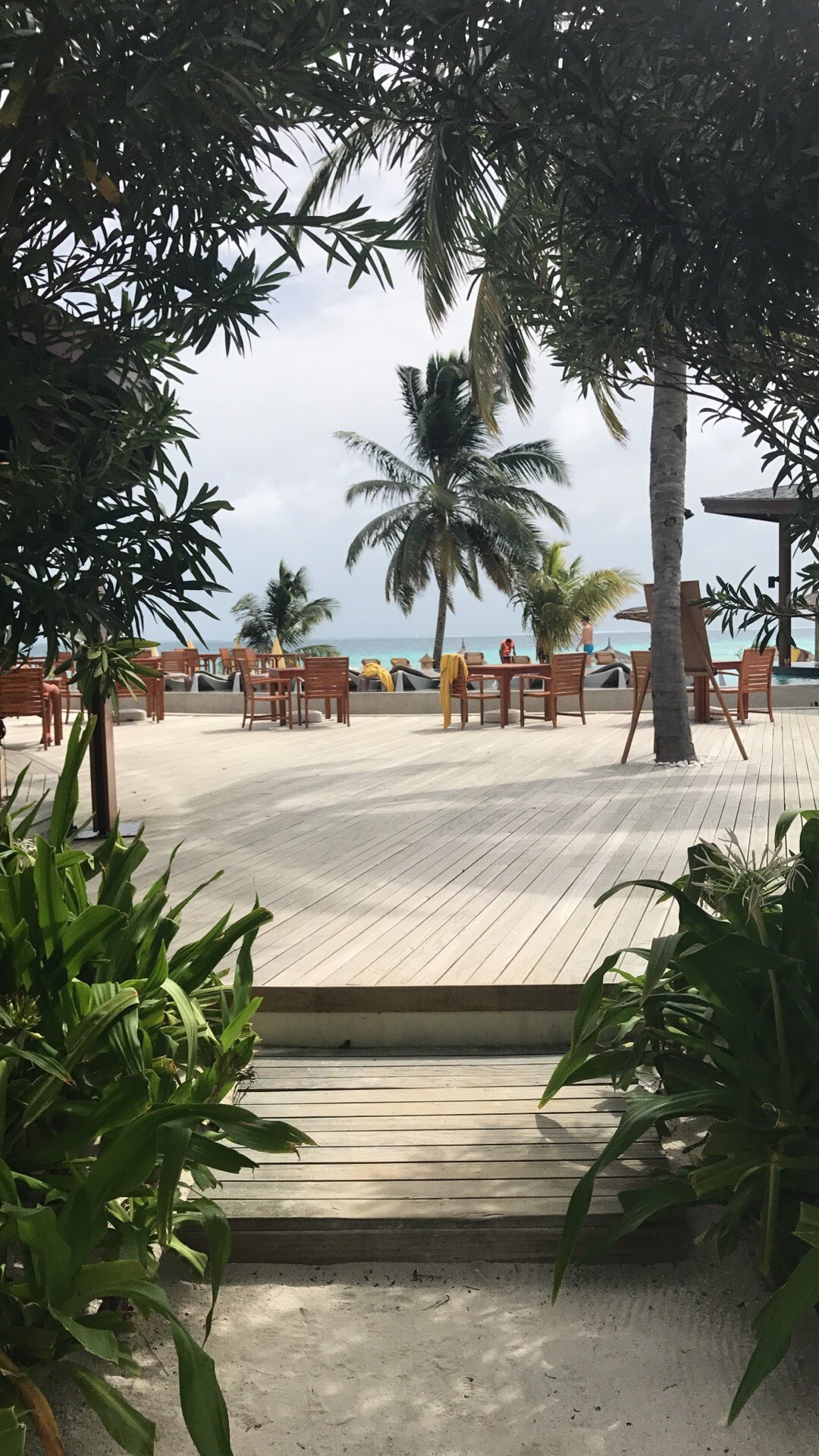 invite-to-paradise-maldives-sri-lanka-specialists-experts-travel-agent-tour-operator-customer-feedback-lucas-emily-fenning-elephant-orphanage-centara-ras-fushi-pool-area.jpg