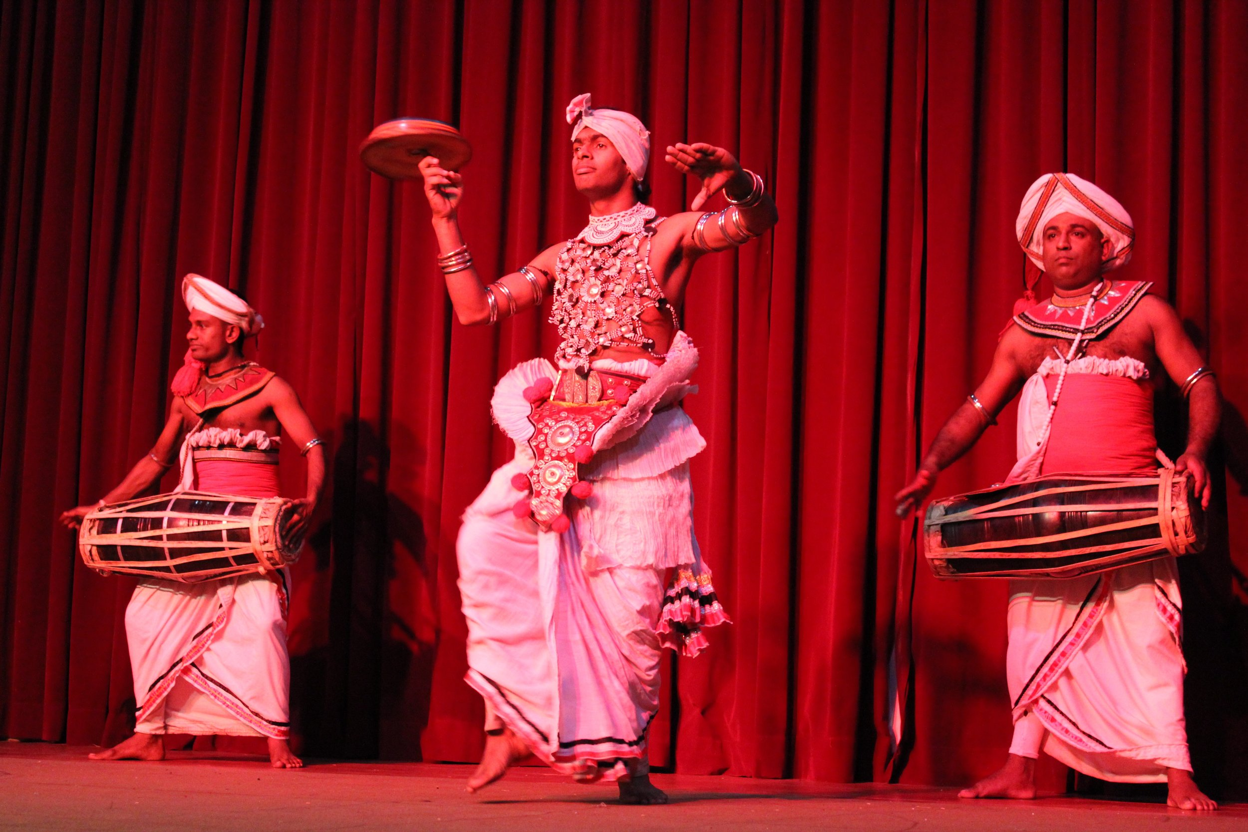invite-to-paradise-sri-lanka-specialists-experts-travel-agent-tour-operator-kandy-cultural-dance-show-5.jpg