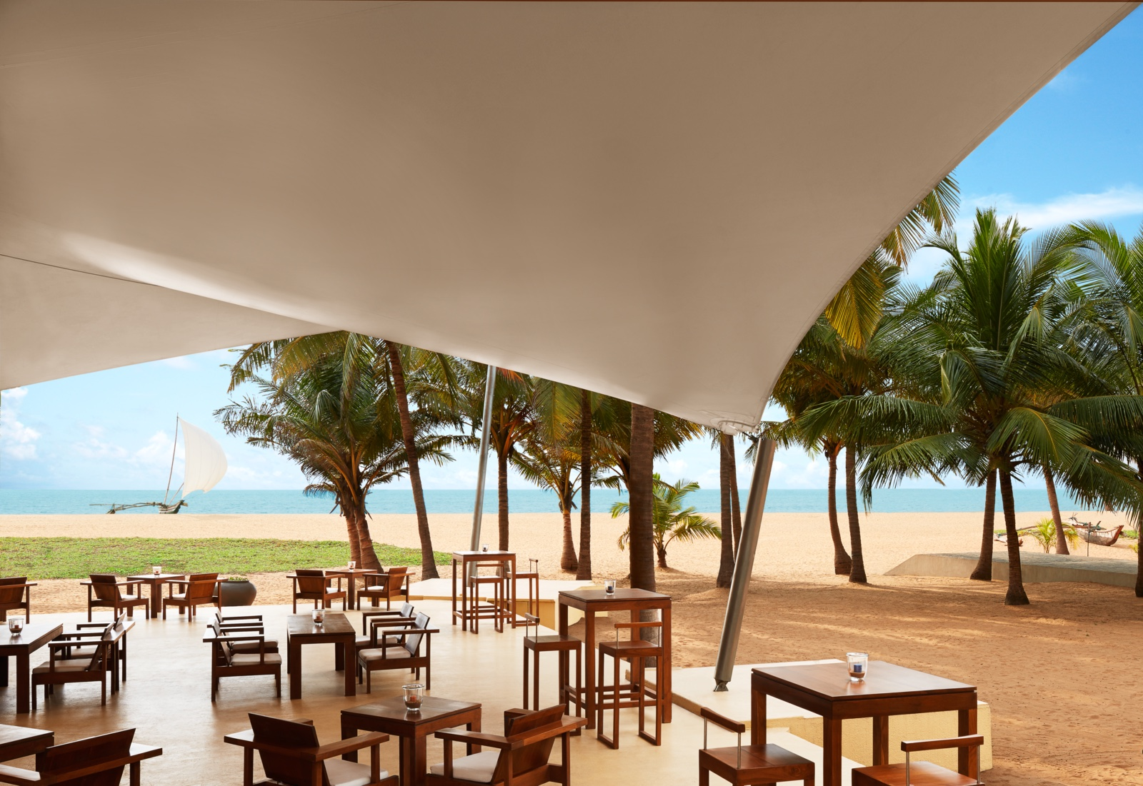 invite-to-paradise-sri-lanka-specialists-experts-travel-agent-tour-operator-jetwing-beach-hotel-negombo-DeckBar.jpg