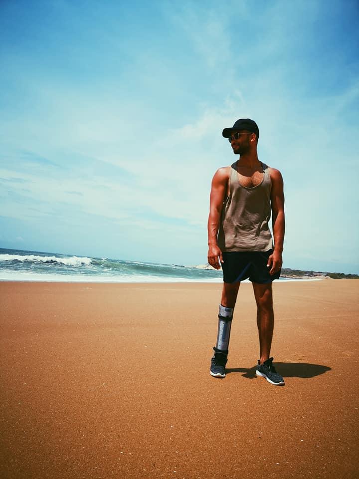 invite-to-paradise-sri-lanka-holiday-honeymoon-specialists-customer-feedback-elin-jordan-luce-yala-beach-stand.jpg