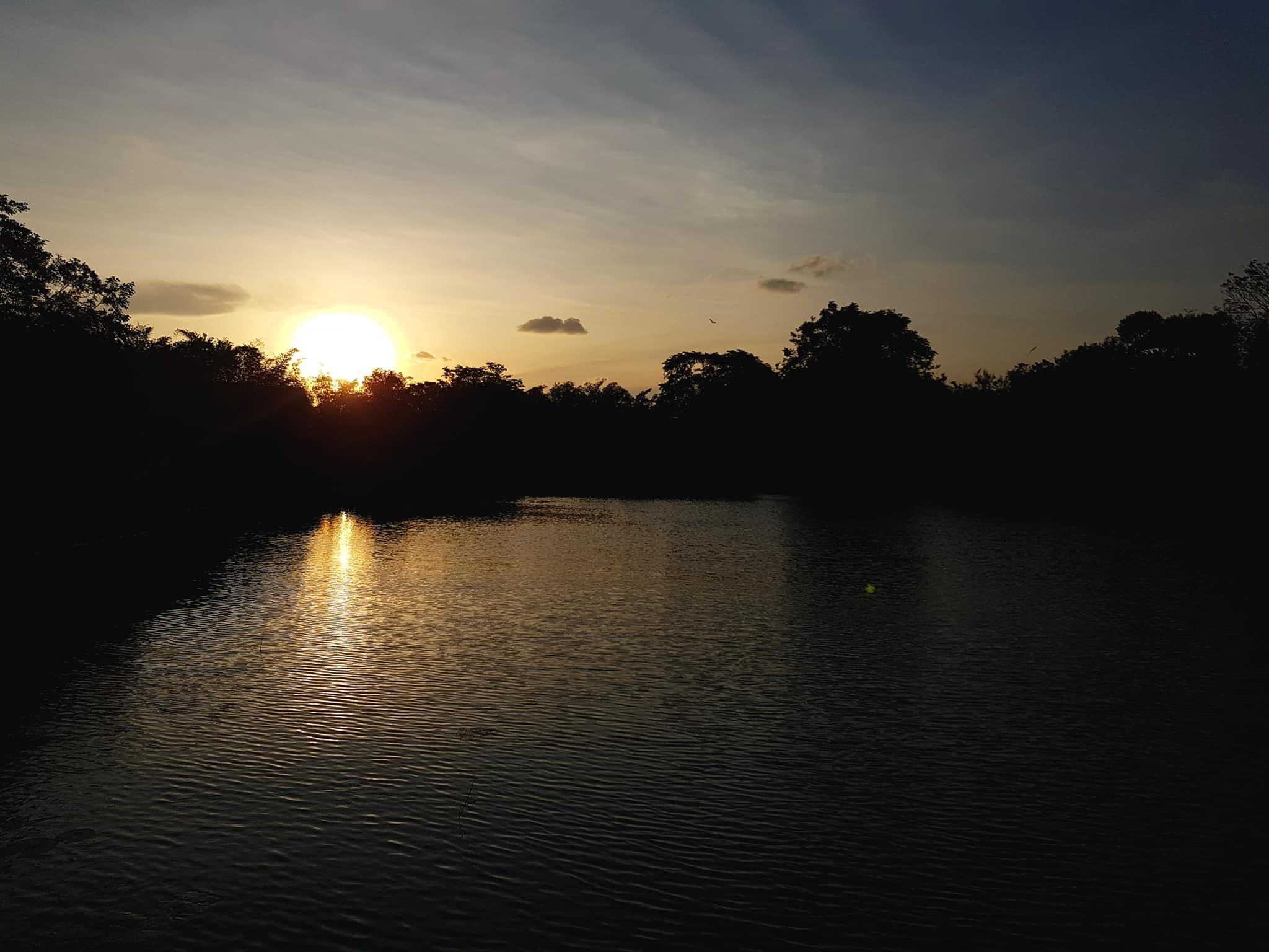invite-to-paradise-sri-lanka-maldives-holiday-honeymoon-specialists-customer-guest-feedback-zane-lisa-butcher-jetwing-vil-uyana-hotel-sigiriya-cultural-triangle-lake.jpg
