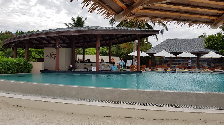 invite-to-paradise-sri-lanka-maldives-holiday-honeymoon-specialists-customer-guest-feedback-zane-lisa-butcher-centara-ras-fushi-pool-bar.jpg