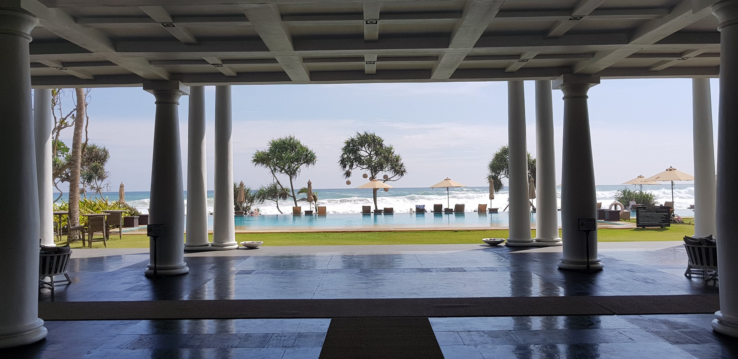 invite-to-paradise-sri-lanka-holiday-honeymoon-specialists-customer-feedback-fleur-simon-minshull-the-fortress-galle-entrance.jpg