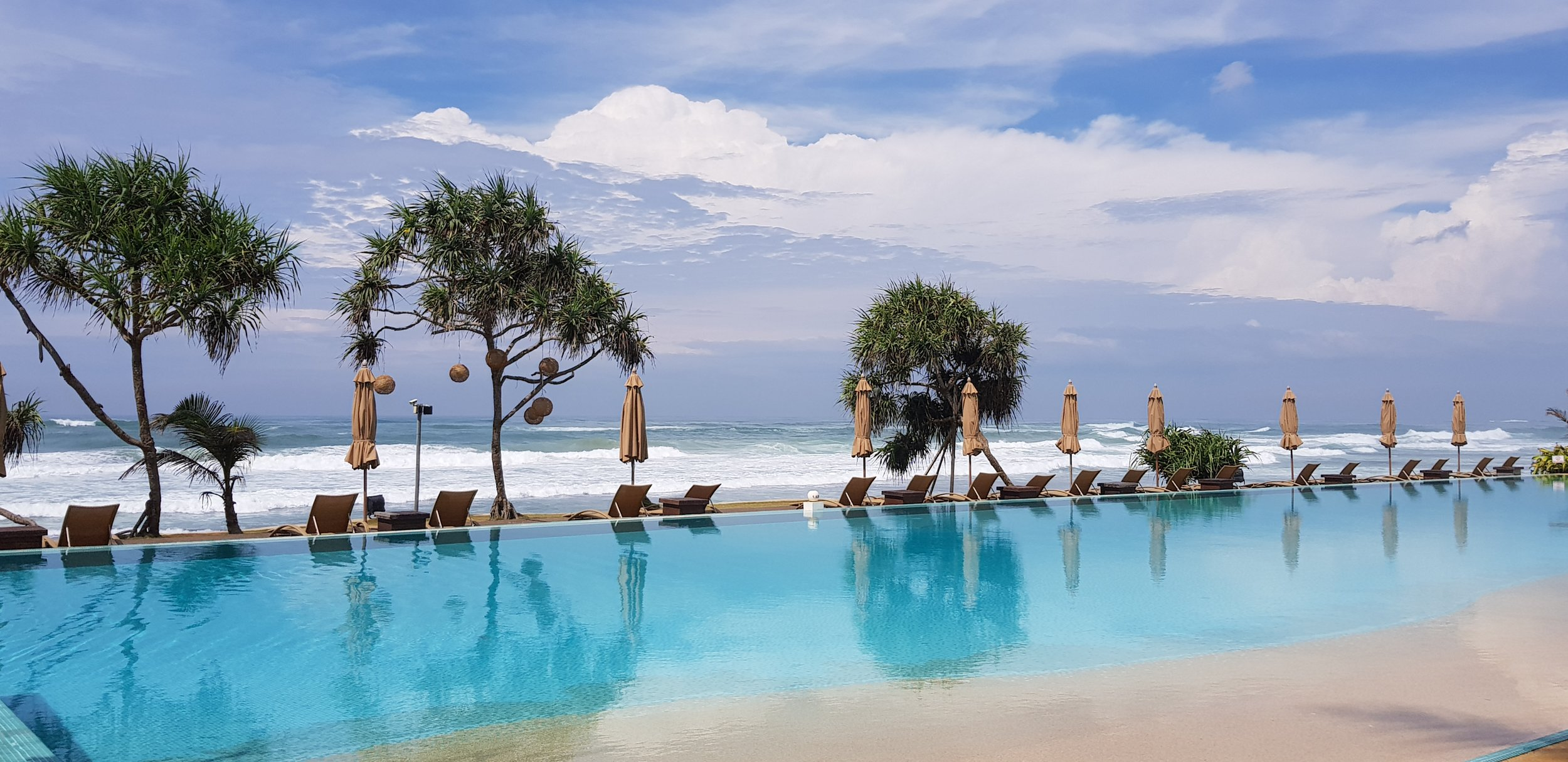 invite-to-paradise-sri-lanka-holiday-honeymoon-specialists-customer-feedback-fleur-simon-minshull-the-fortress-galle-pool-ocean-1.jpg