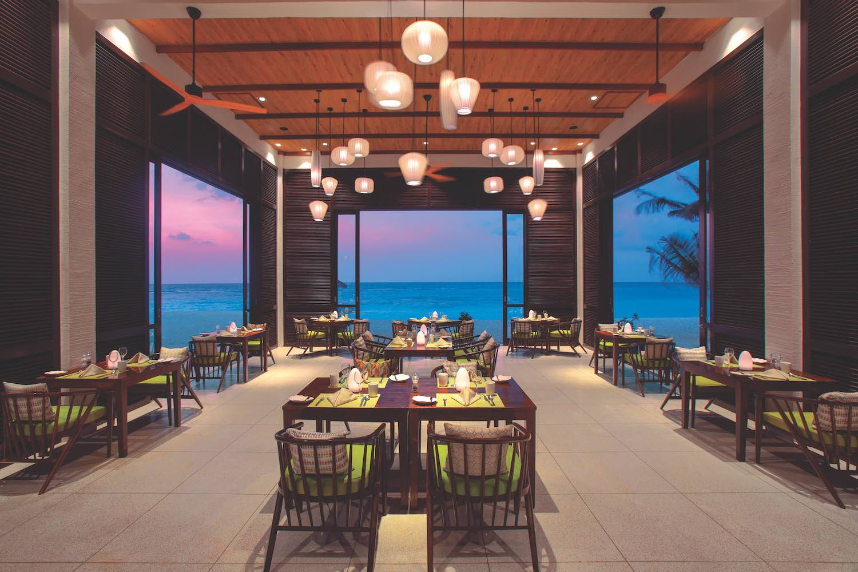 maldives-oblu-select-at-sangeli-the-courtyard-4-holiday-honeymoon-vacation-invite-to-paradise.jpg