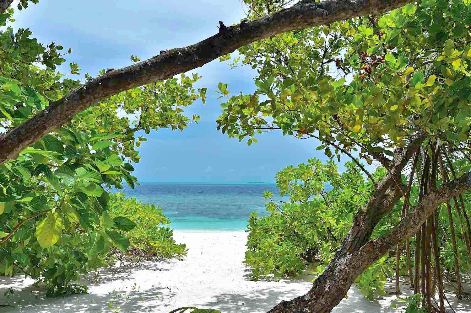 maldives-oblu-by-atmosphere-at-helengeli-beach-view-holiday-honeymoon-vacation-invite-to-paradise.jpg