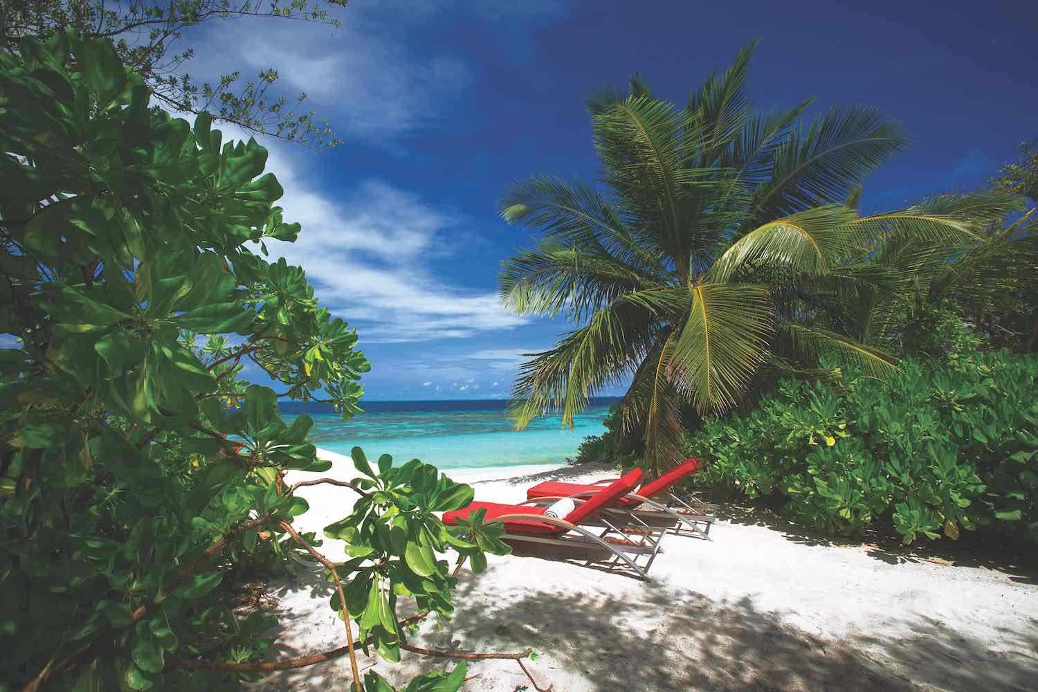 maldives-oblu-by-atmosphere-at-helengeli-beach-sun-loungers-holiday-honeymoon-vacation-invite-to-paradise.jpg