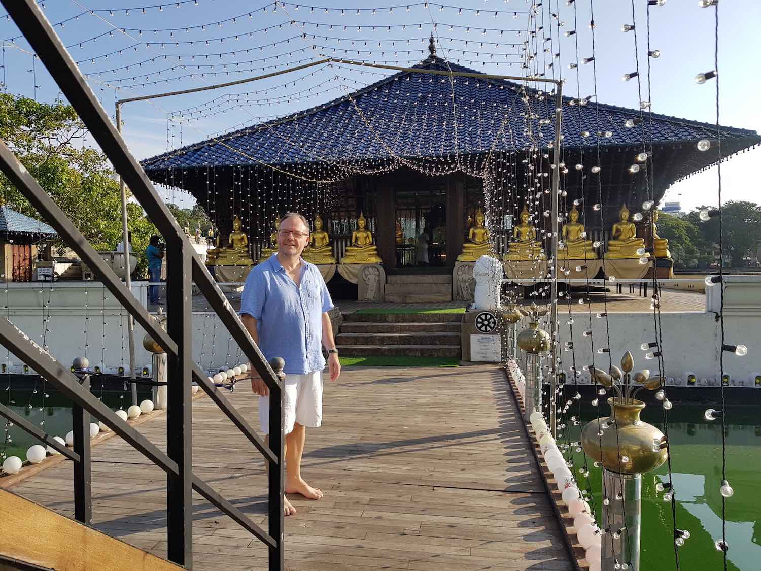 sri-lanka-colombo-temple-holiday-review-feedback-invite-to-paradise-quentin-kate-hulm.jpg