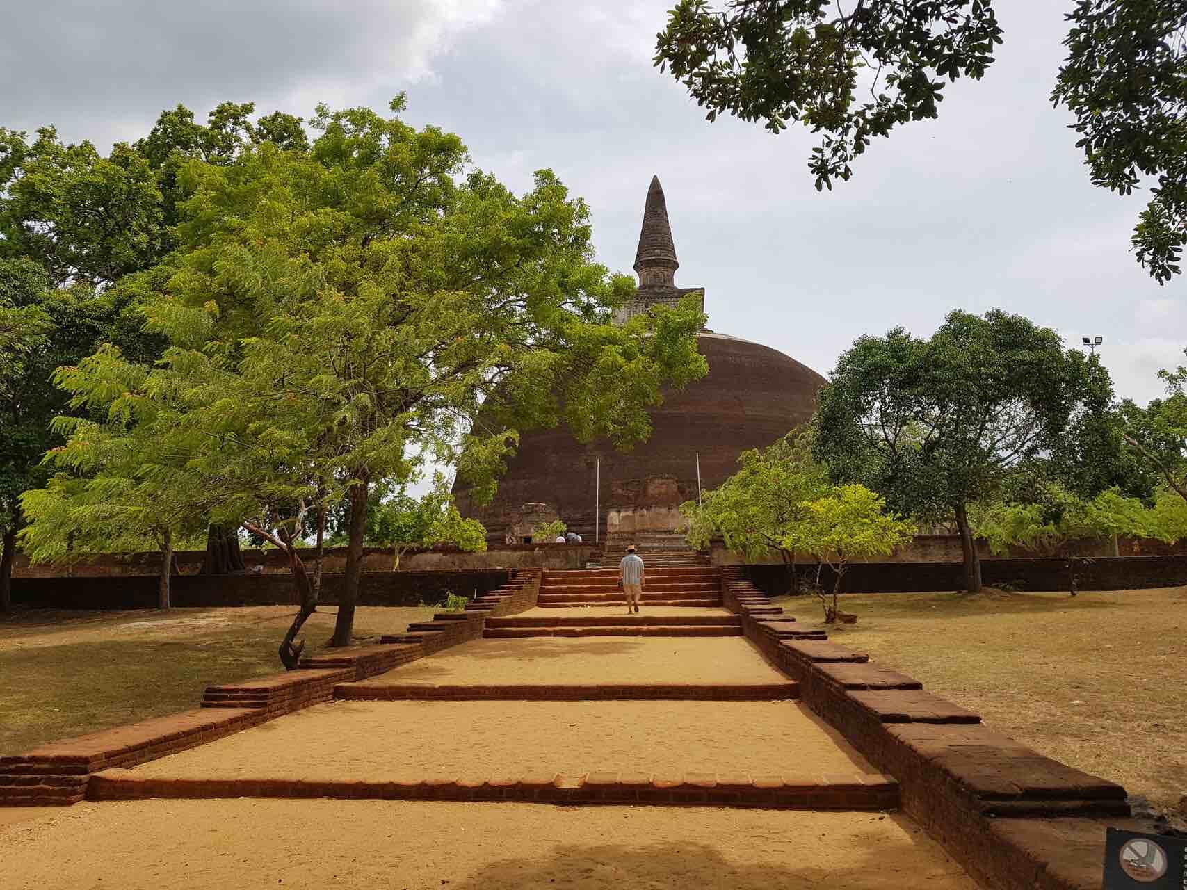sri-lanka-cutlural-triangle-polonnaruwa-holiday-review-feedback-invite-to-paradise-quentin-kate-hulm.jpg
