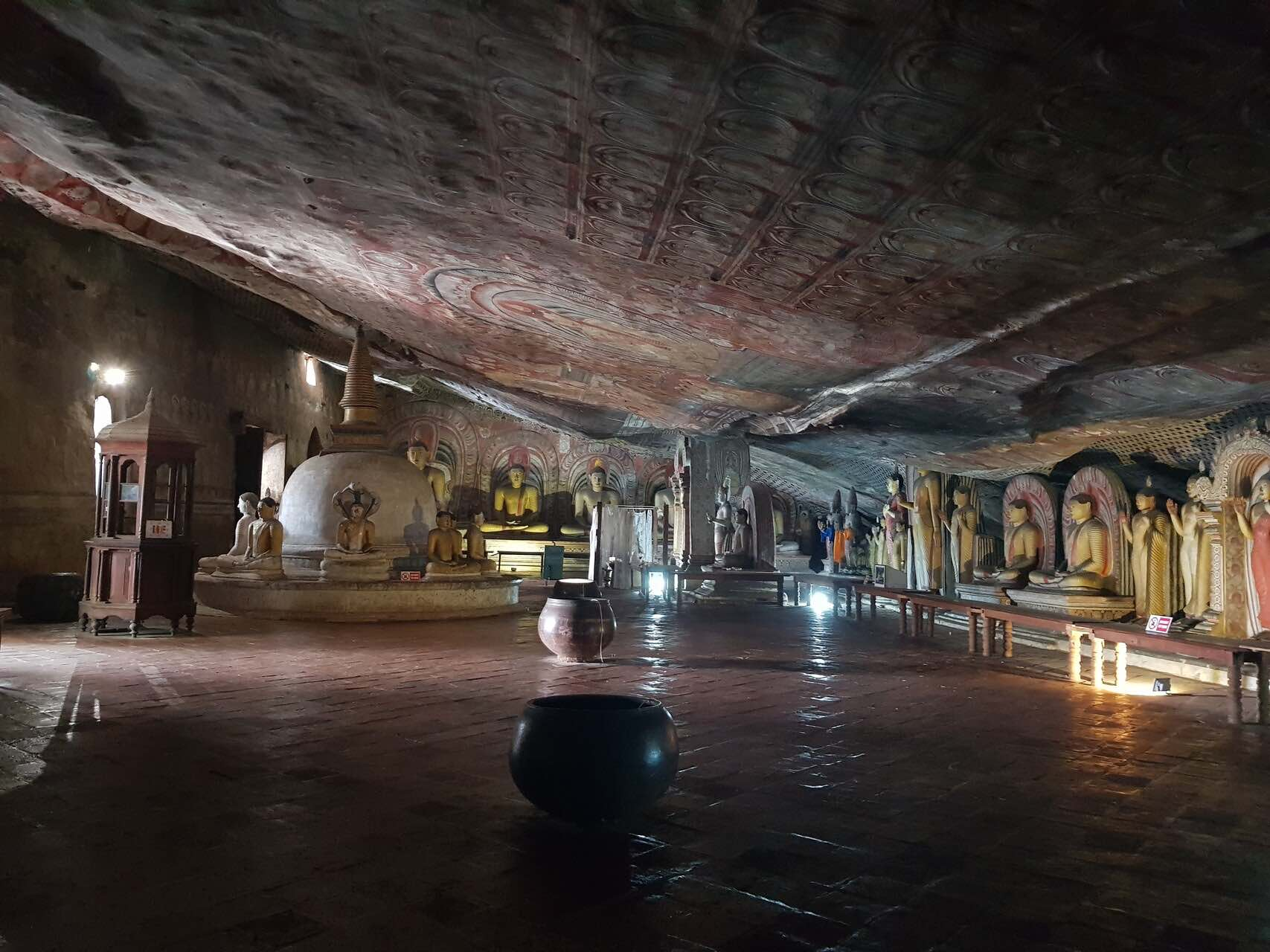 sri-lanka-dambulla-cave-temple-inside-holiday-review-feedback-invite-to-paradise-quentin-kate-hulm.jpg