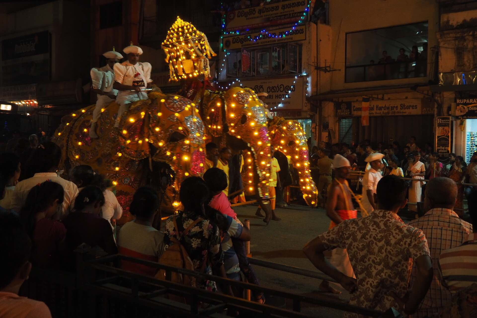 sri-lanka-kandy-perahera-elephant-festival-holiday-review-feedback-invite-to-paradise-quentin-kate-hulm.jpg
