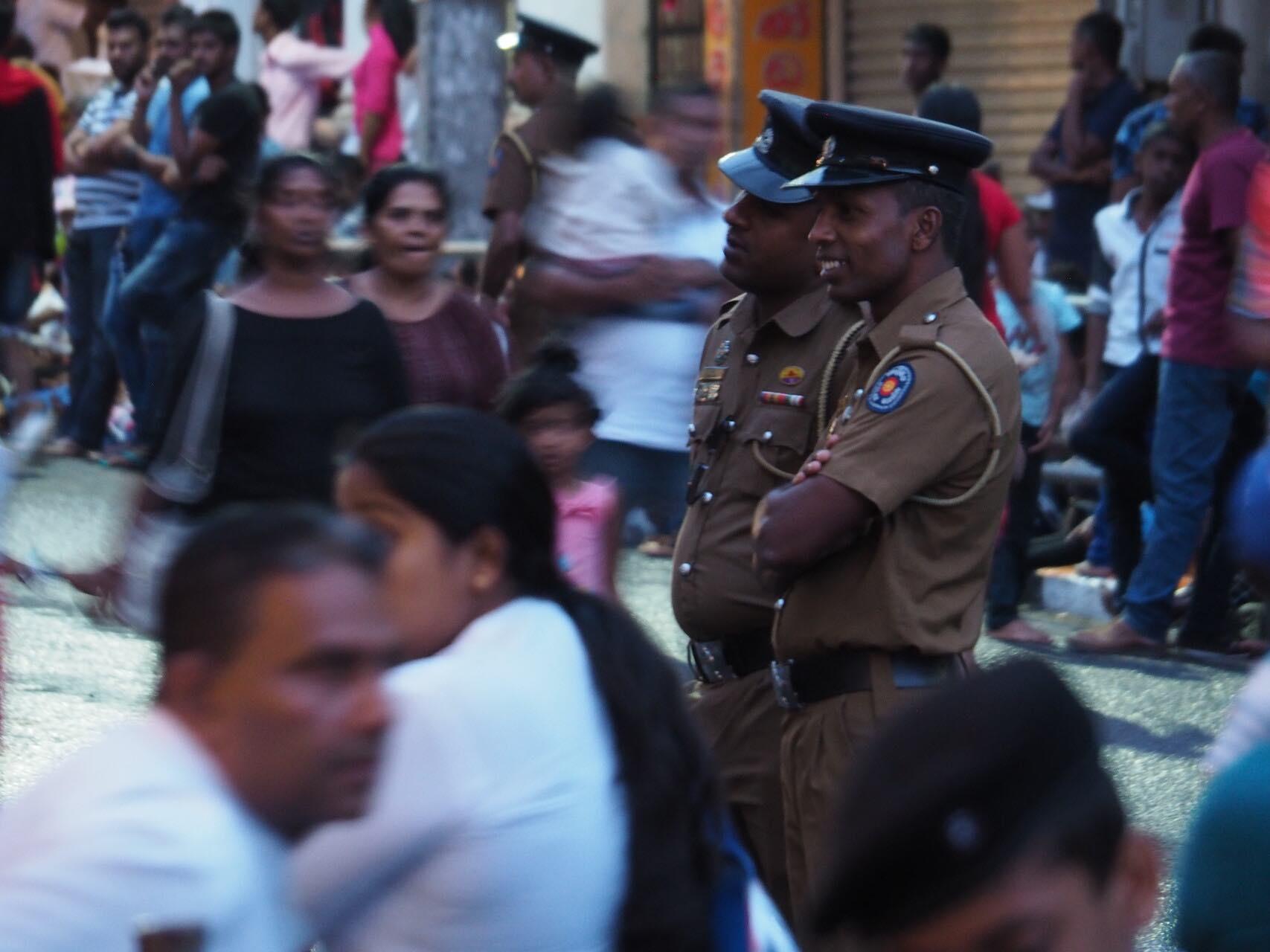 sri-lanka-kandy-perahera-people-holiday-review-feedback-invite-to-paradise-quentin-kate-hulm.jpg