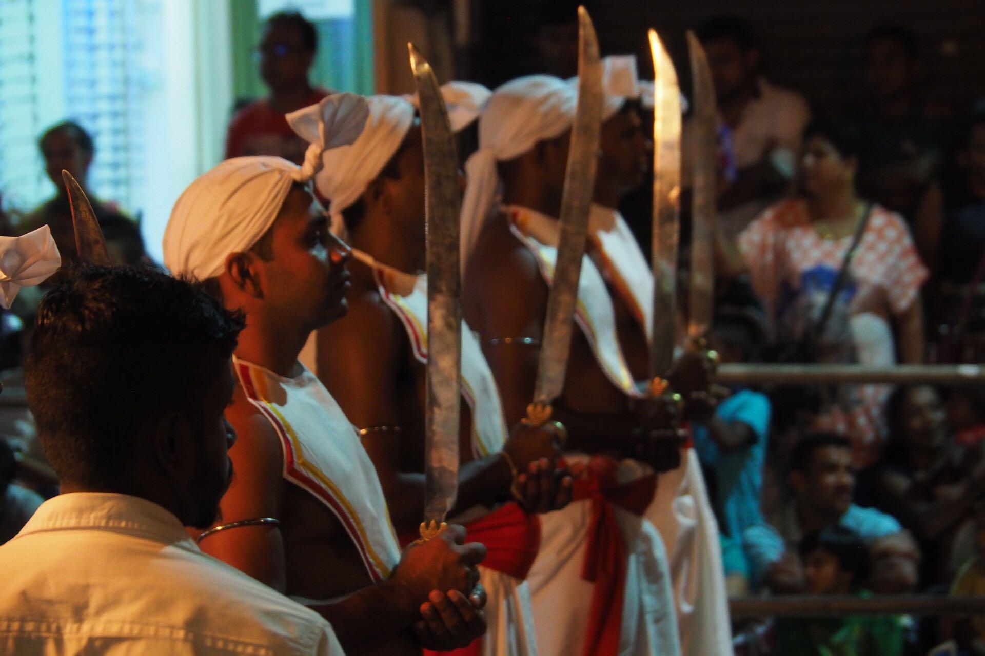 sri-lanka-kandy-perahera-performers-holiday-review-feedback-invite-to-paradise-quentin-kate-hulm.jpg