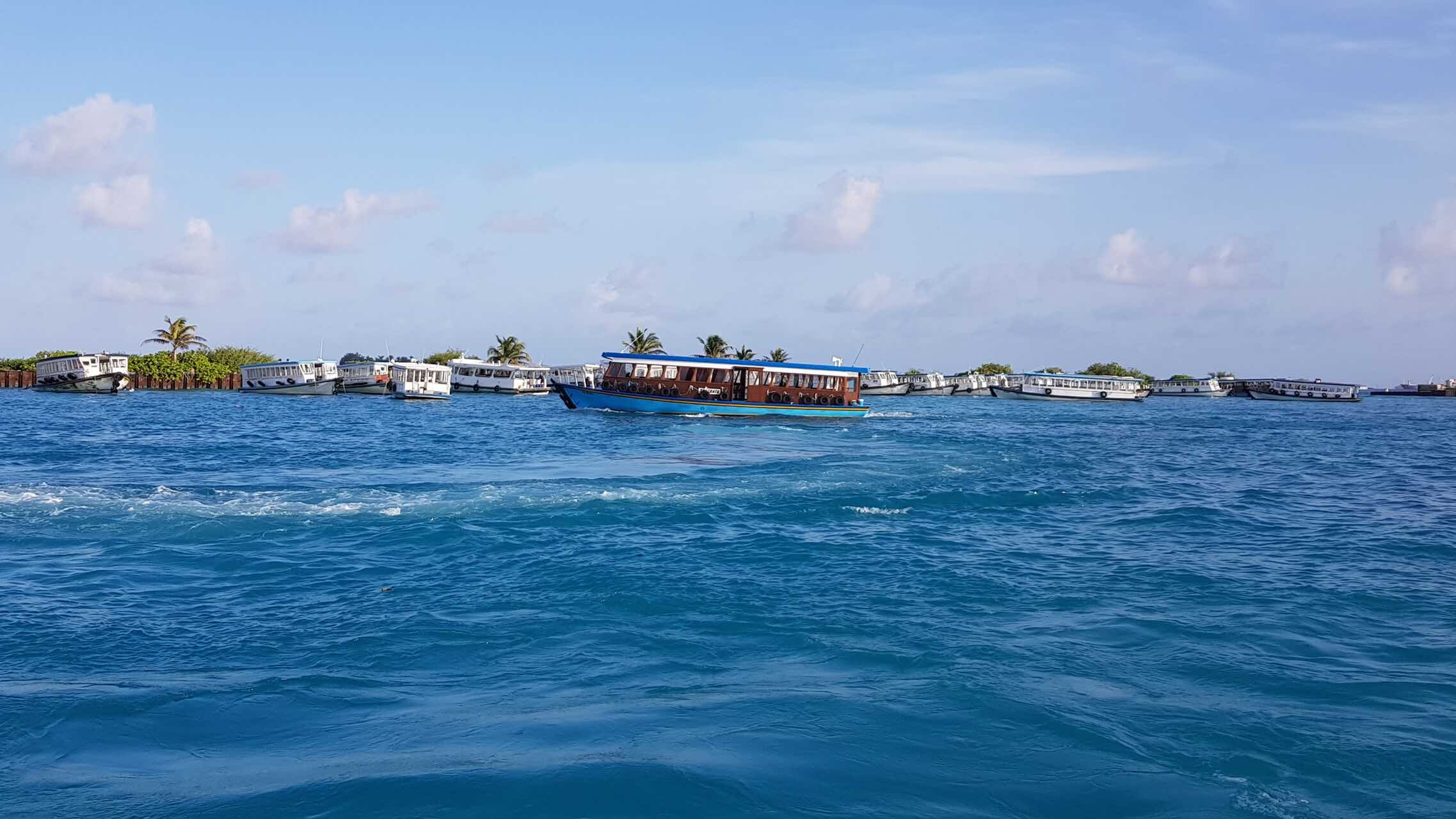 maldives-oblu-by-atmosphere-at-helengeli-dhoni-boat-water-holiday-review-feedback-invite-to-paradise-quentin-kate-hulm.jpg