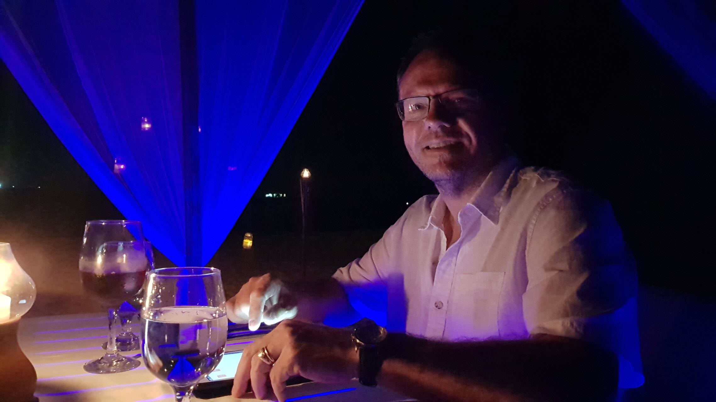 maldives-oblu-by-atmosphere-at-helengeli-dinner-holiday-review-feedback-invite-to-paradise-quentin-kate-hulm.jpg