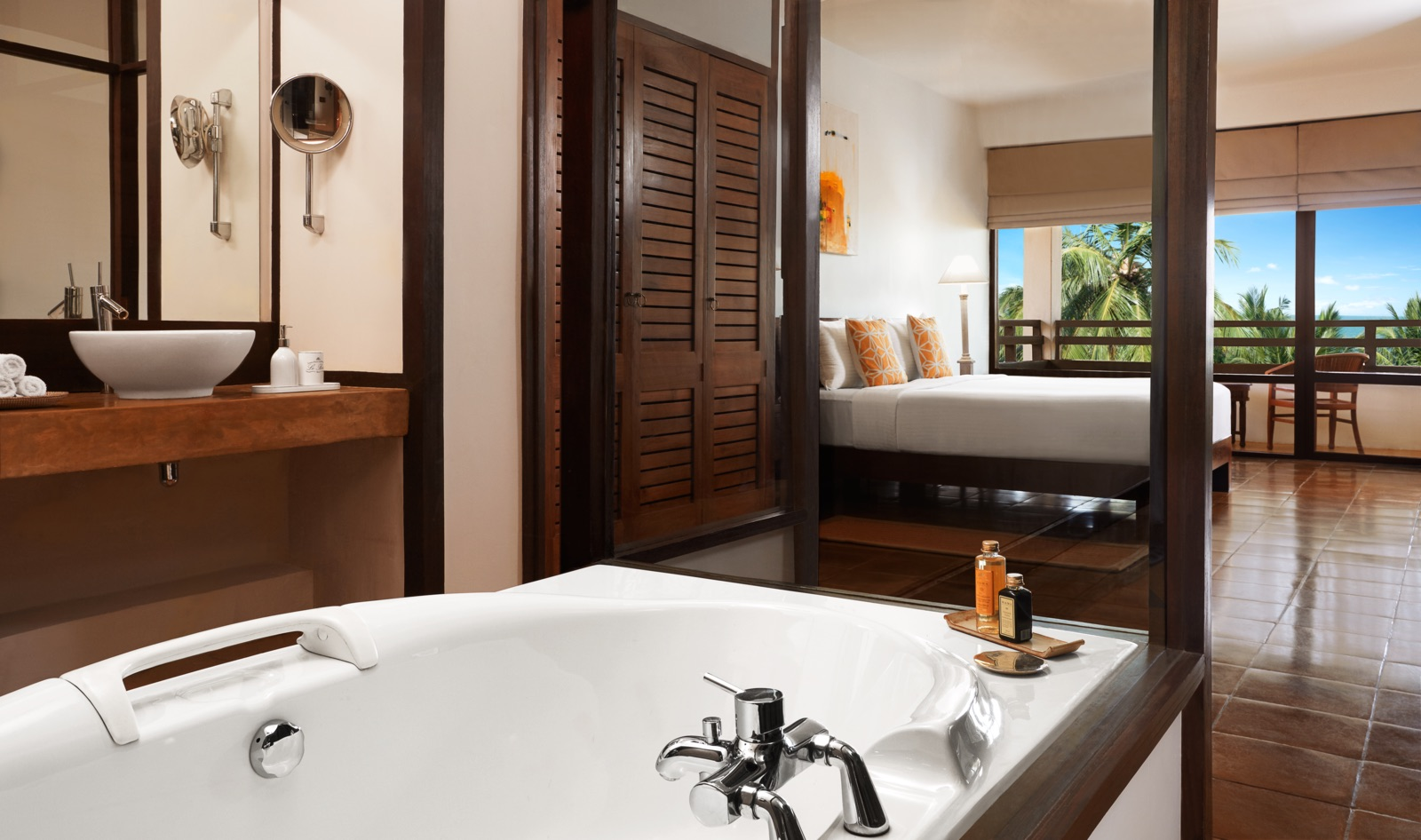 invite-to-paradise-sri-lanka-specialists-experts-travel-agent-tour-operator-jetwing-beach-hotel-negombo-deluxe-bath.jpg