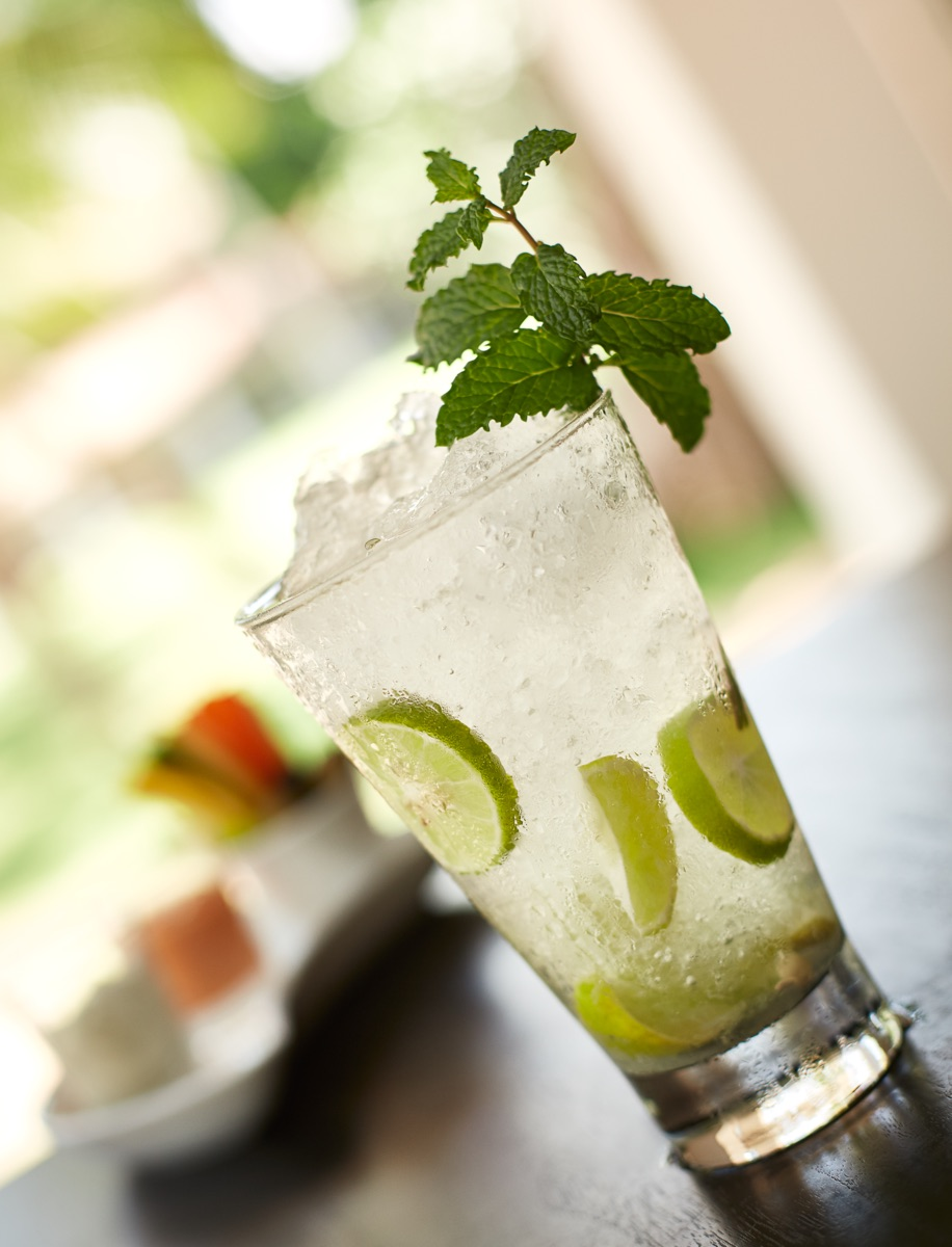 invite-to-paradise-sri-lanka-specialists-experts-travel-agent-tour-operator-jetwing-beach-hotel-negombo-drinks-mojito-cocktail.jpg