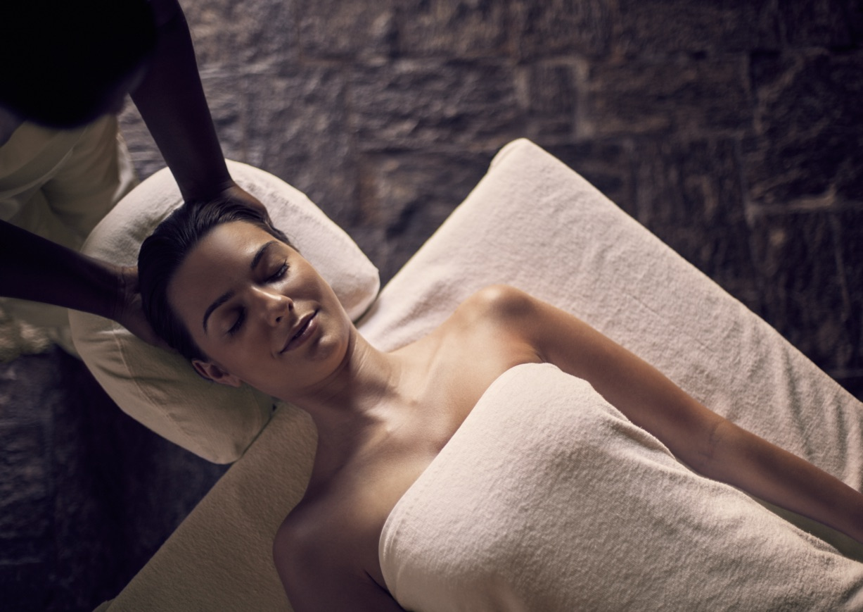invite-to-paradise-sri-lanka-specialists-experts-travel-agent-tour-operator-jetwing-beach-hotel-negombo-spa-massage.jpg