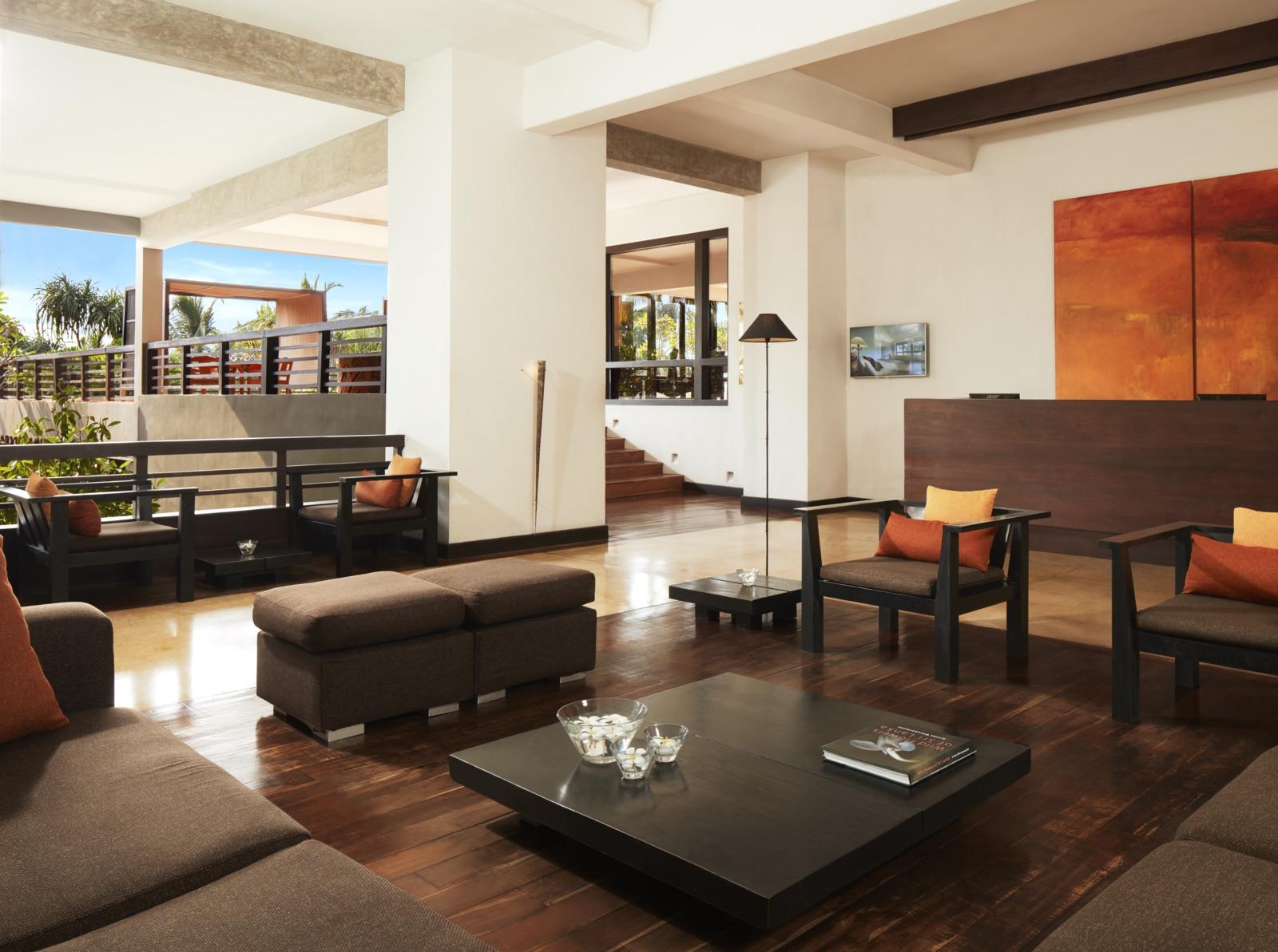 invite-to-paradise-sri-lanka-specialists-experts-travel-agent-tour-operator-jetwing-beach-hotel-negombo-lobby.jpg