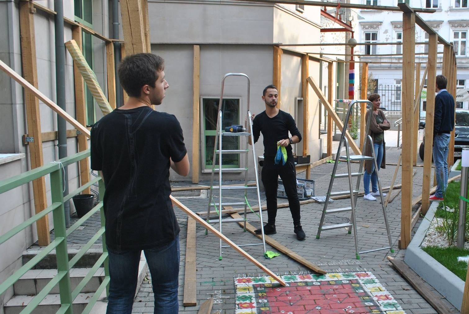 Maciej building our JCC Sukkah