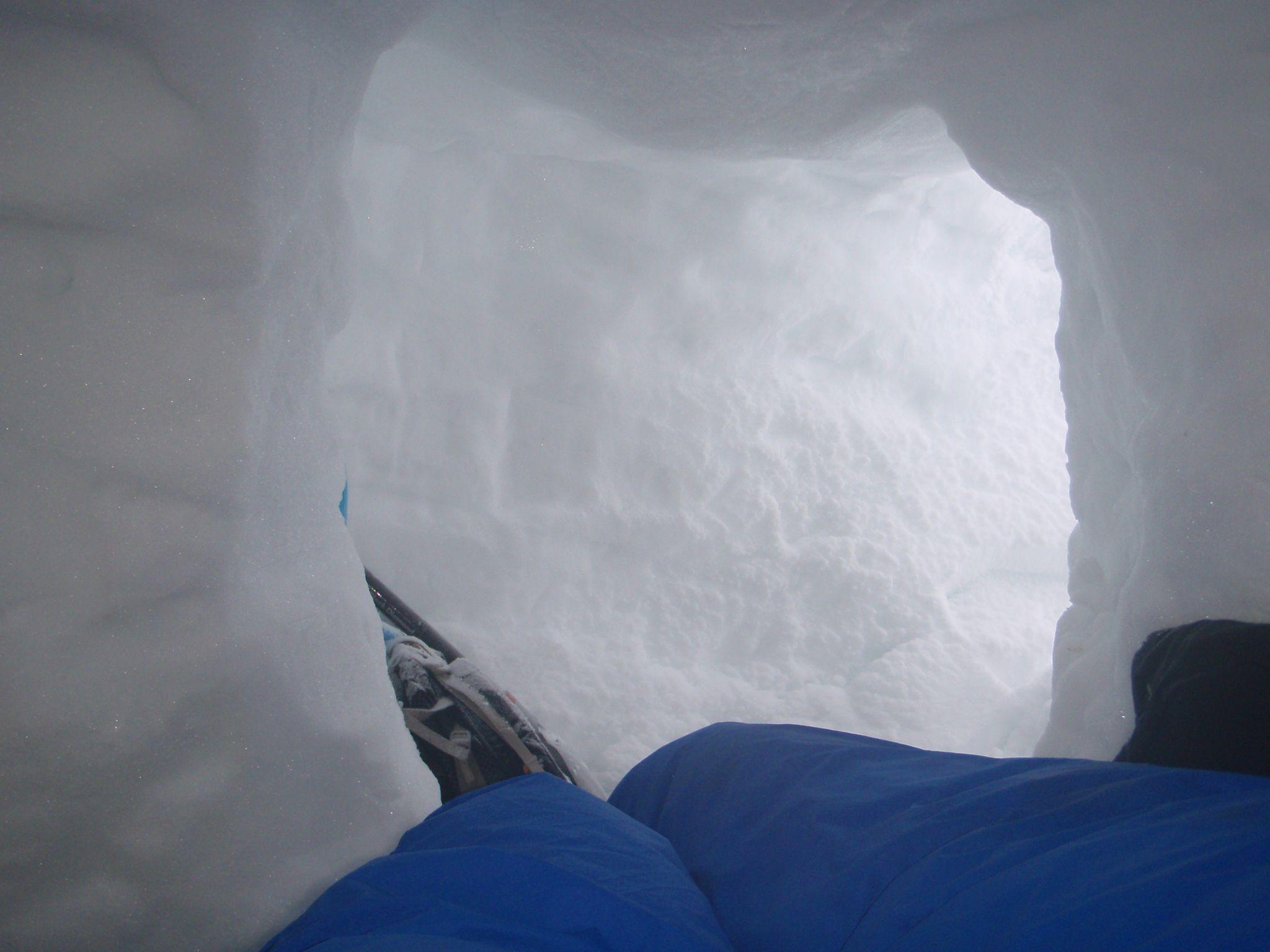 Snow holing 06 rs.jpeg