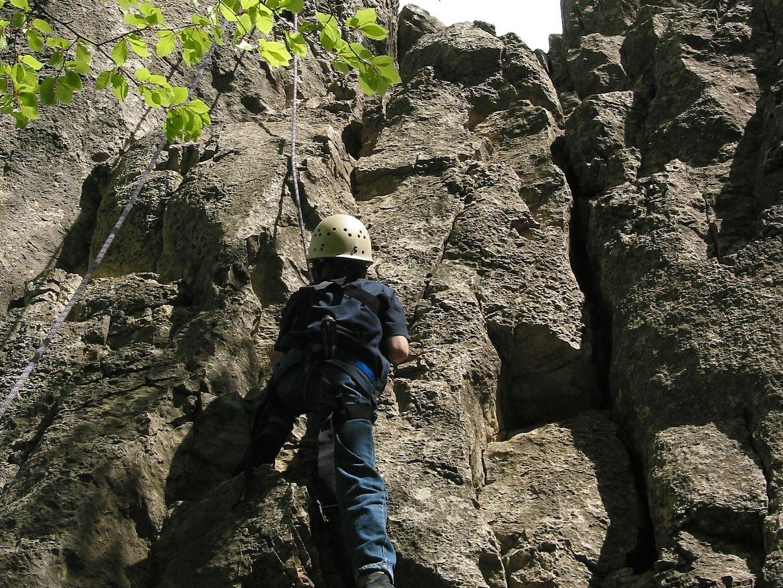 children rock climbing 03 cropped.jpeg
