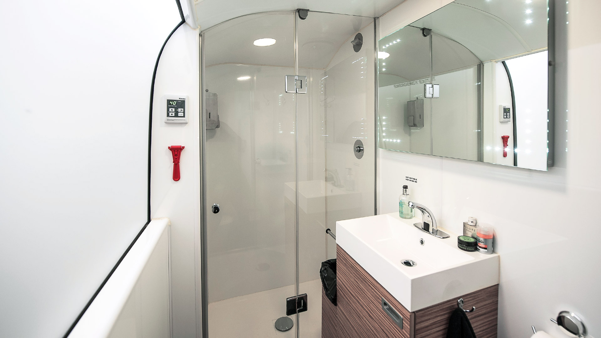 bedroam-bathroom.jpg