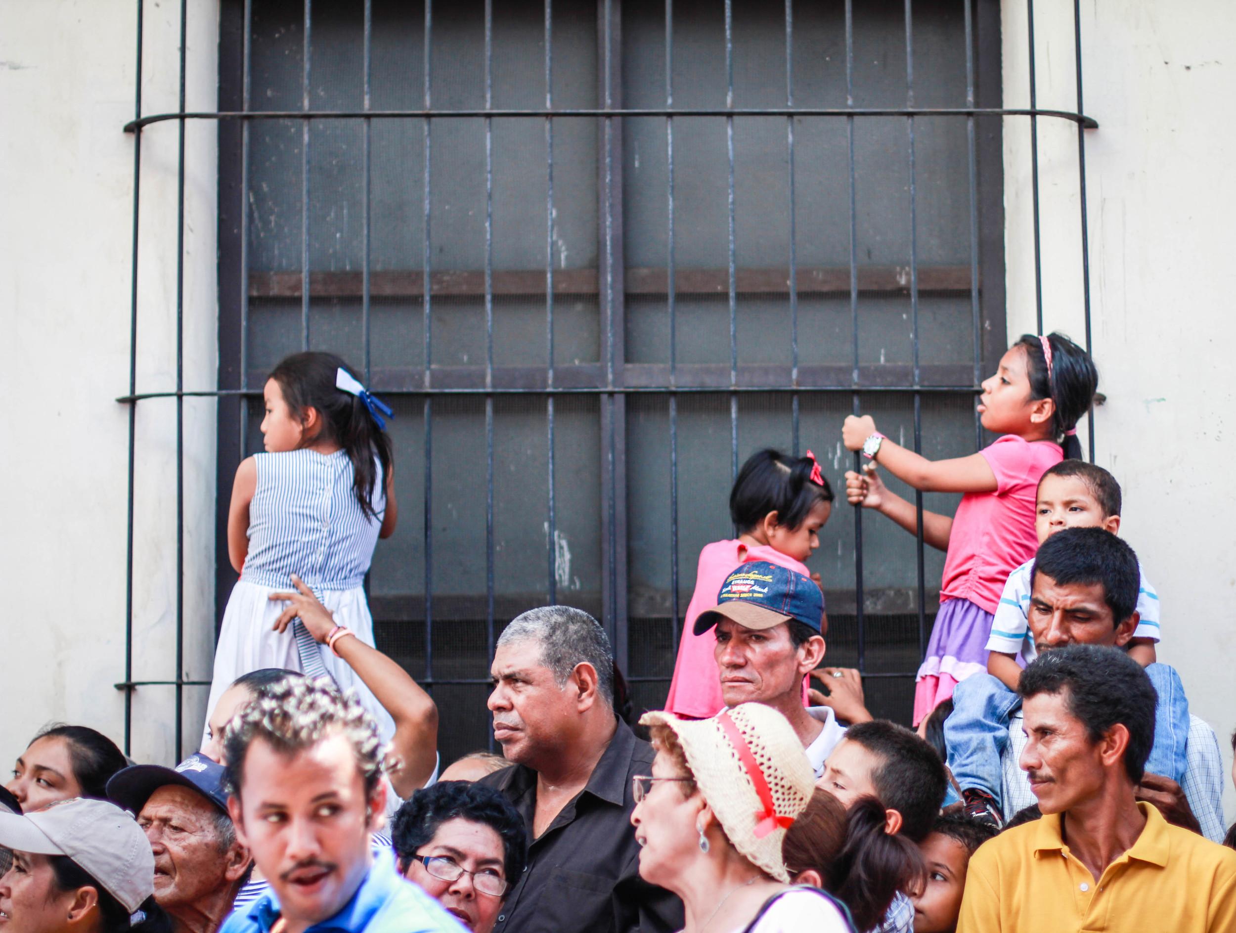 children-dia-virgen-merced-leon-nicaragua