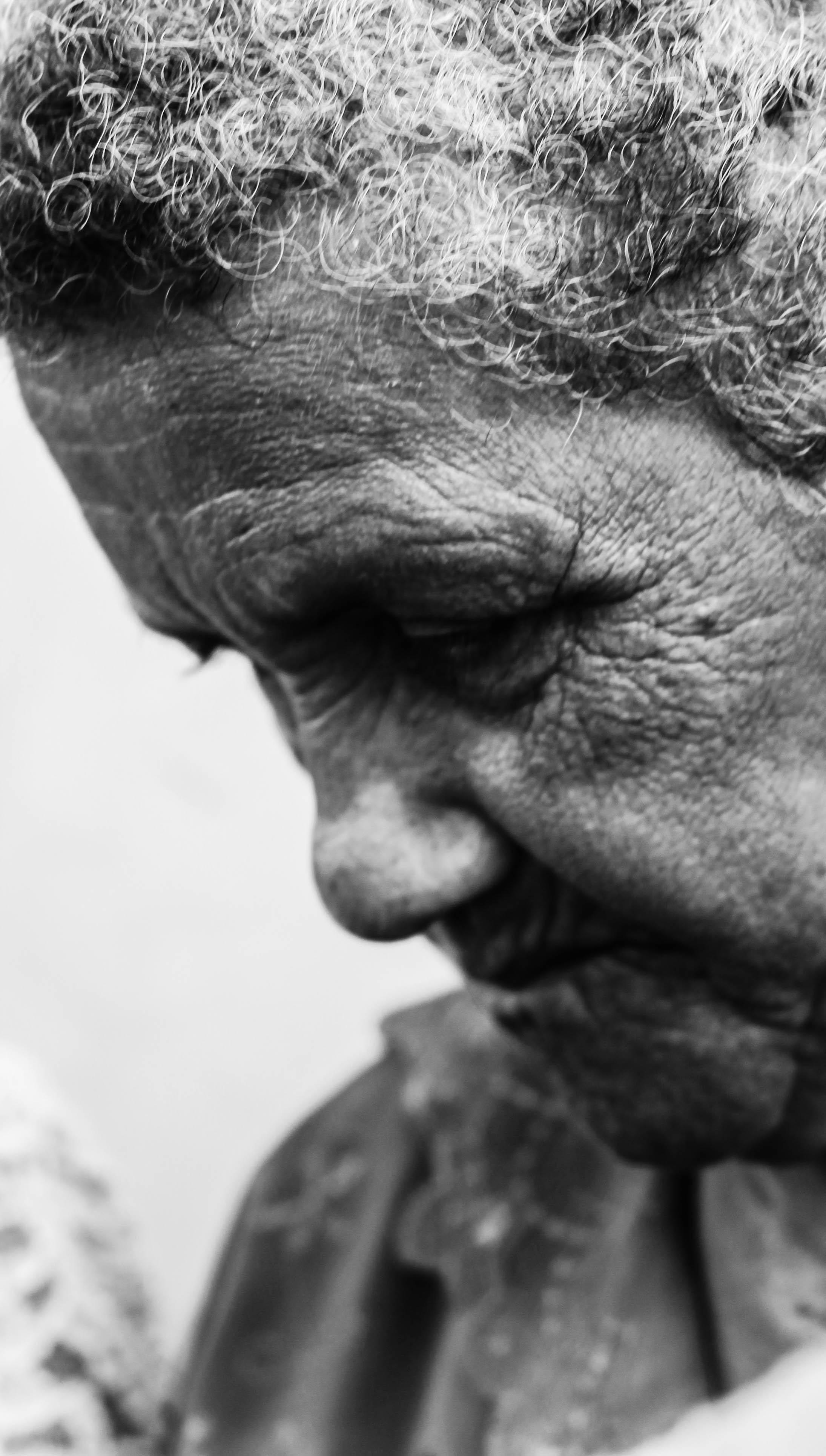 old-woman-dia-virgen-merced-leon-nicaragua