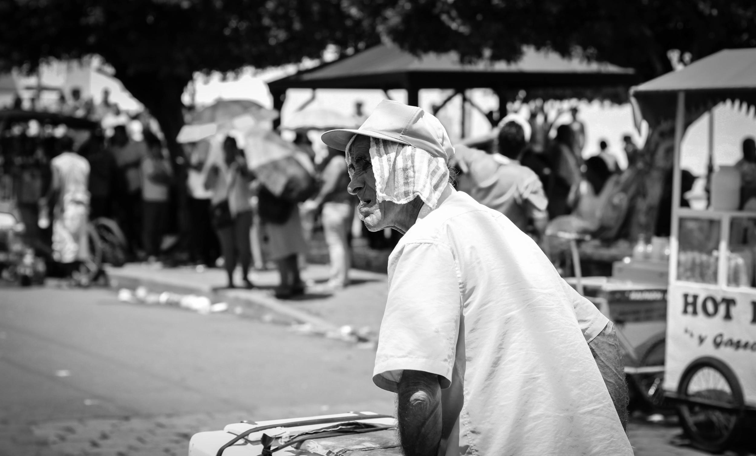 old-man-ice-cream-cart