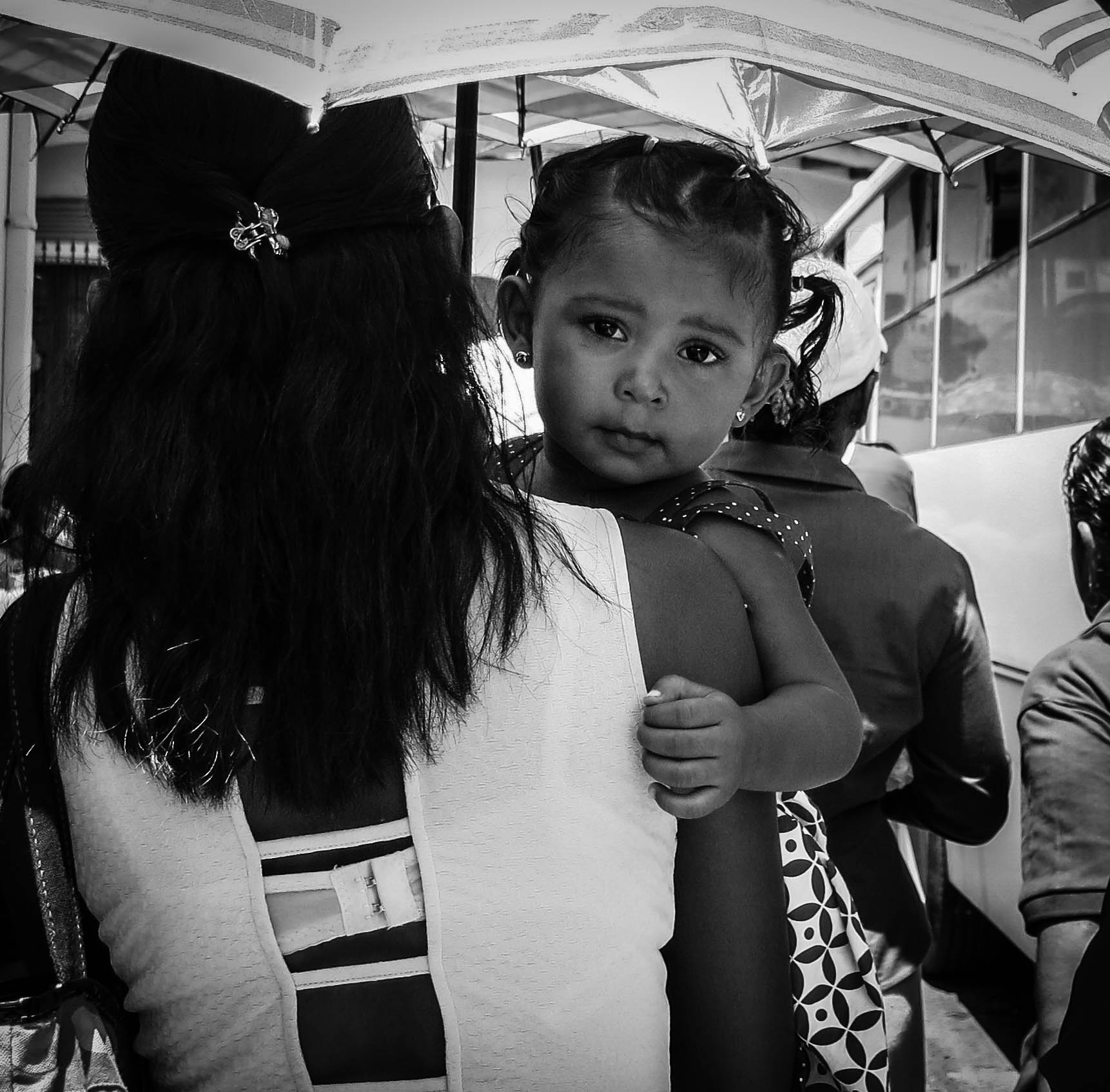 toddler-mum-carrying-leon-nicaragua