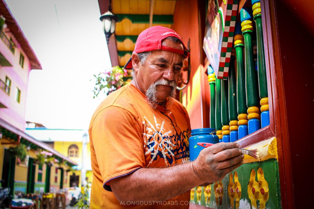 zocalo painter guatape colombia