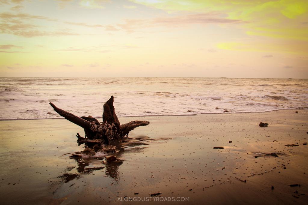 playa escondida ecuador